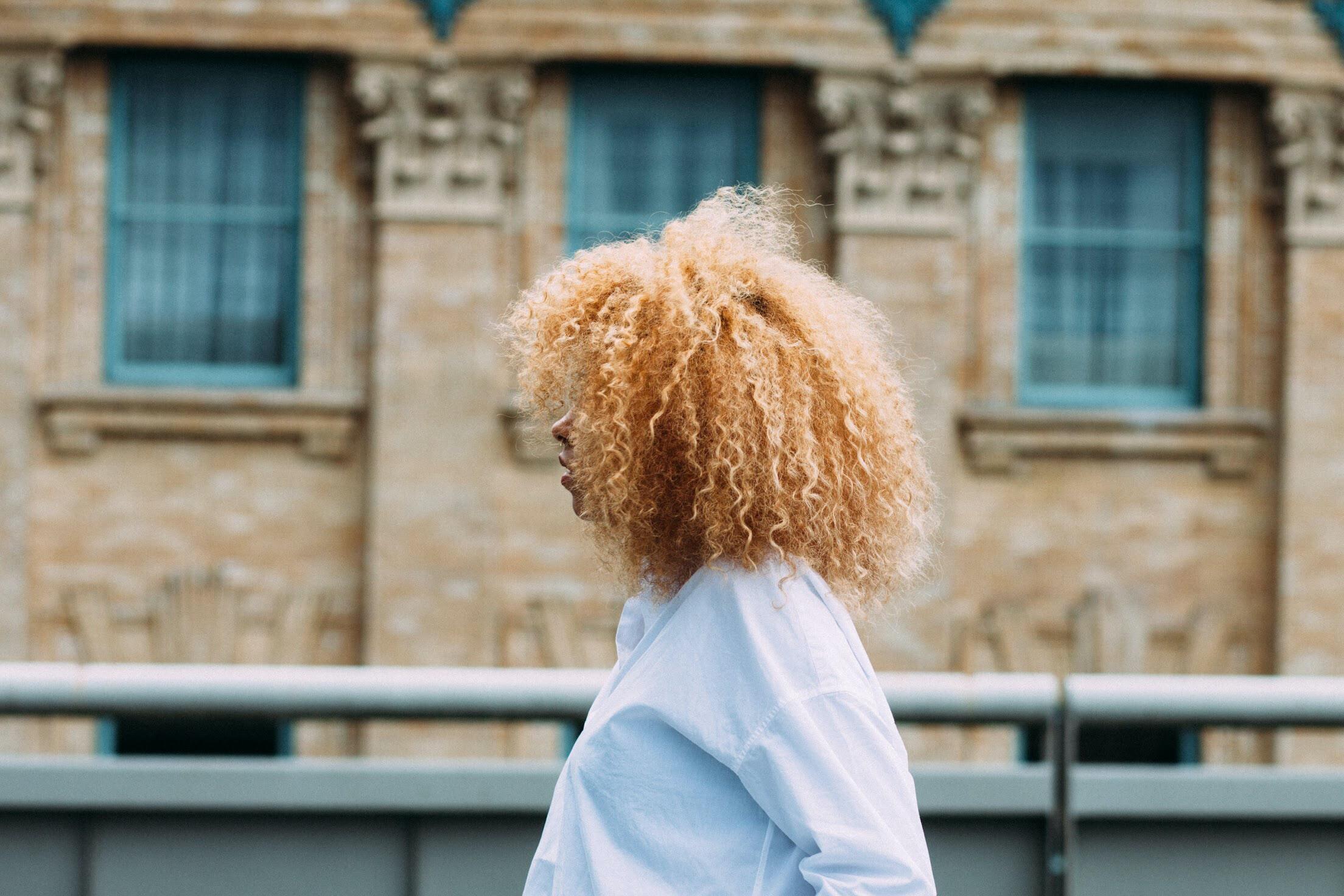 Mejores peinados del cabello rizado corto
